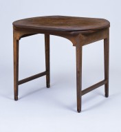 Oblong revolving table