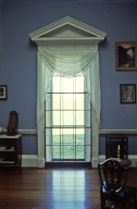Monticello, pedimented window in Dining Room