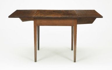 Detail of drop-leaf Pembroke table, open