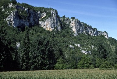 Vienne, Environs, cliffs and corn