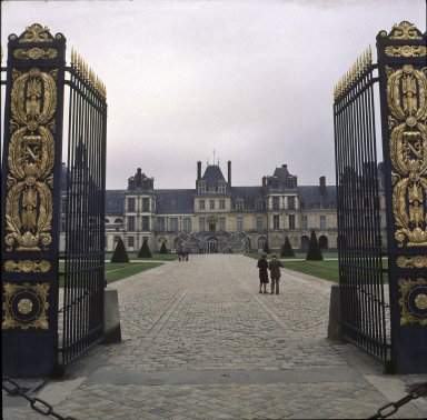 Fountainbleau, Entrance gate to Cour d'Honneur