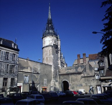 Auxerre, gate to pedestrian mall