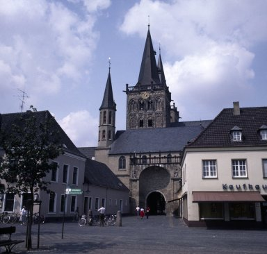 Kirche and gate, Zanten
