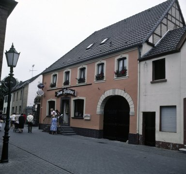 Zons, tavern with coach gate