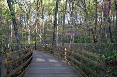 Monticello, boardwalk along parkway trail
