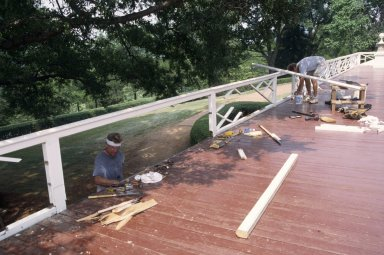 Monticello, restoration, North Piazza, crew working on Chippendale railing
