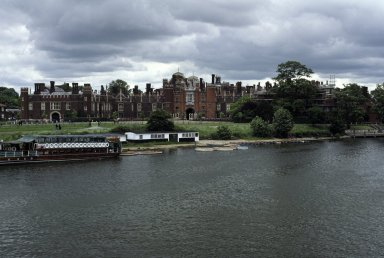 Hampton Court, Thames River