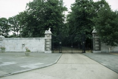 Chiswick House, Gates, Rear